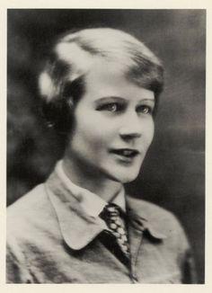 Unknown Photographer, Portrait Ilse Fehling, 1928, later print Bauhaus-Archiv Berlin