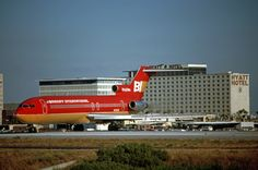 Braniff International Boeing taxis onto the threshold of Runway with the Hyatt Hotel looming in the background at Los Angeles-International, August (Photo: Ron Monroe, Copyright: Braniff Flying Colors Collection) Aircraft Images, New Aircraft, Boeing Aircraft, Military Aircraft, Boeing 727 200, Air Photo, Commercial Aircraft, Civil Aviation, Alaska