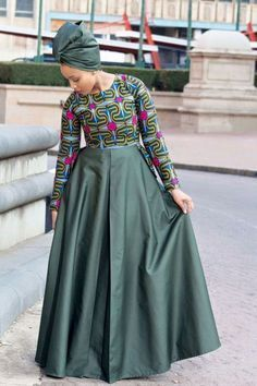 Looking for the best kitenge designs in Africa? See images of kitenge dresses and skirts, African outfits for couples, men's and baby boy ankara styles. Latest African Fashion Dresses, African Dresses For Women, African Print Fashion, Africa Fashion, African Attire, Traditional Dresses Designs, African Traditional Dresses, Ankara Mode, African Print Dress Designs