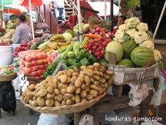 Compré mucho frutos y vegetables en el mercador.