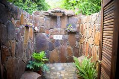 Image from https://ndolebaylodge.files.wordpress.com/2012/03/lx-shower.jpg.