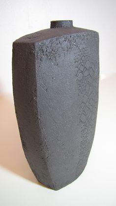 hohe Vase mit Muster Silke-Freitag.de Keramik Design, White Clay, Art Techniques, Flask, Pottery, Pasta, Ideas, Bottles, Tall Vases
