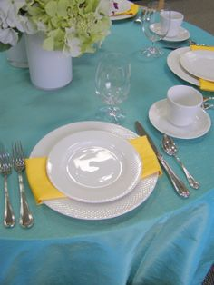 Lemon Capri napkins & Luxe flatware