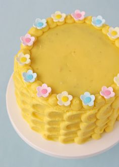 Vanilla Cake with Lemon Filling