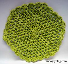Wiggle It Crochet Trivet and Discloth Set - The Base Mesh for the free pattern on mooglyblog.com