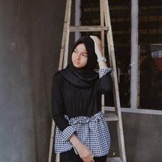 Black And White Tops, Hijab Chic, Photo Poses, Hijab Fashion, Muslim, Gallery, Casual, Elsa, Korea