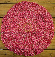 Napperon rond de 52 centimètres de diametre, coton rose bicolore, effet visuel : Textiles et tapis par la-caverne-du-centre-de-table
