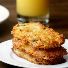 Cheesy Baked Hash Brown Patties Recipe by Tasty - cut down on garlic salt to teaspoon and cup of melted butter Potato Hash Brown Recipe, Red Potato Recipes, Hash Recipe, Sweet Potato Hash, Potato Dishes, Baked Hashbrown Recipes, Cheesy Hashbrown Bake, Cheesy Hashbrowns, Hash Brown Patties