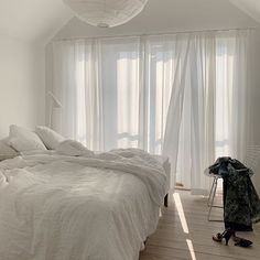 my scandinavian home: Fifty Shades of White In a Beautiful Swedish Home / white bedroom with sheer curtains Bed Aesthetic, My New Room, My Room, Bedroom Inspo, Bedroom Decor, Home Still, Appartement Design, Dream Bedroom, White Bedroom