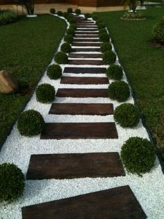 42 DIY Garden Walkway Projects For Your Inspirations - Possible Decor Gravel Garden, Garden Paths, Walkway Garden, Rock Pathway, Outdoor Walkway, Backyard Pavers, Stone Backyard, Pebble Garden, Paver Walkway