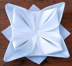 Pliage de serviette de table en forme de lotus, réaliser lotus avec une serviette en papier , l'art du pliage de serviettes de table, decora... Napkin Origami, Origami Table, Napkin Folding, Christmas Decorations, Table Decorations, Wedding Napkins, Communion, Holiday Gifts, Creations