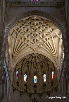 «Bóvedas» Capilla Mayor - Nave Central - Catedral de Santa María de Segovia (Santa Iglesia Catedral de Nuestra Señora de la Asunción y de San Frutos de Segovia, conocida como la Dama de las Catedrales) - Plaza Mayor - Segovia - España