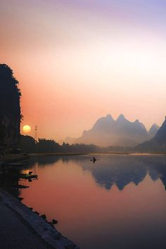 Morning Fishing at Li River, Guilin, China - places to go things to see in China travel photography sunrise landscape pink skies Guilin, Beautiful World, Beautiful Places, Beautiful Pictures, Landscape Photography, Nature Photography, Photography Lighting, Fitness Photography, Portrait Photography
