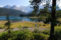 Upper Lake Trailhead - Peter Lougheed PP
