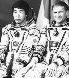 MIR space station, Journalist Toyohiro Akiyama poses with cosmonaut Viktor Afanasyev (Novosti) The Right Stuff, How Many People, Space Station, Ronald Mcdonald, Poses, Fictional Characters, Figure Poses, Fantasy Characters