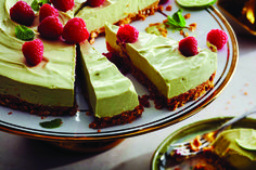 Try something new, with this creamy and delicious no-bake cheesecake recipe. This tropically-inspired spin on a traditional cheesecake features a richly flavoured toasted coconut crust, topped with a creamy avocado and zesty lime cream cheese blend. Avocado Cheesecake, Baked Cheesecake Recipe, No Bake Cheesecake, Avocado Cake, Last Minute, Biscuits Graham, Lime Cream, Graham Cracker Crumbs, Toasted Coconut