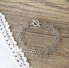 Flower Wire Chain Bracelet