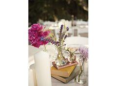 Centro mesa para boda con libros pequeño