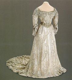 Evening dress of Empress Alexandra Feodorovna. 1900-1901.
