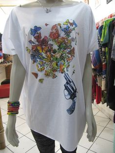 Camisetão Guns and Butterflys 100% algodão Tamanho Único R$65,00
