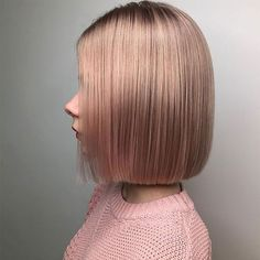 Women with thick hair need never worry about a lack of volume. However long hair can be a real struggle to control. Check out these short styles, all perfect for women with thicker hair. Above The Shoulder Haircuts, Above Shoulder Length Hair, Short Hairstyles For Thick Hair, Haircut For Thick Hair, Short Hair Cuts, Thin Hair Styles For Women, Medium Hair Styles, Short Hair Styles, Flicks Hair