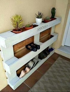 Ideas Pallet diy easy pallet shoe rack, diy, pallet, storage ideas - We built a custom DIY shoe rack for our garage. It's made from plywood and poplar using brad nails and pocket screws. The finish coat is just a basic semi-gloss… Diy Pallet Projects, Furniture Projects, Home Projects, Diy Furniture, Recycled Furniture, Pallet Ideas For Home, Pallet Interior Ideas, Outdoor Furniture, Easy Projects