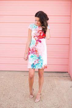 c4ce5c6bd6b Amanda Miller wearing an Eliza J floral shift dress Amanda Miller