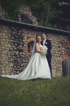 Esküvői fotózás Visegrád: A fellegvárban jártunk! - Esküvői fotós, Esküvői fotózás, fotobese Wedding Dresses, Fashion, Bride Dresses, Moda, Bridal Gowns, Fashion Styles, Weeding Dresses, Wedding Dressses, Bridal Dresses
