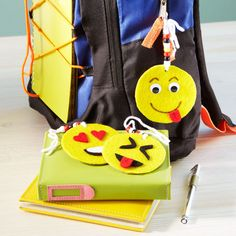 Show off your favorite emoji faces with these fun and easy DIY backpack tags. Emoji Backpack, Backpack Tags, Diy Backpack, Fun Crafts For Kids, Craft Stick Crafts, Projects For Kids, Diy For Kids, Diy Projects, Craft Ideas
