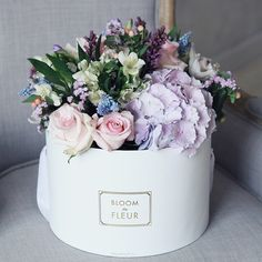 It's Friday & We're in Love with: Flowers in Hat Boxes - faqen time Hat Box Flowers, My Flower, Beautiful Flowers, Deco Nature, Bloom, Luxury Flowers, Mothers Day Flowers, Flower Quotes, How To Preserve Flowers