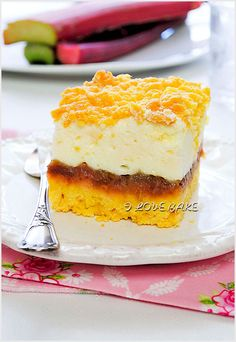 Jedno z lepszych ciast, do którego możecie użyć dowolnych owoców. Ja postanowiłam wykonać je z rabarbarem, na który jest…