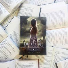 Compra desse mês.Ansiosa para ler e, assim que acabar a leitura vai ter resenha no blog 😉  #livros #thekissofdeception #darksidebooks #BoaTarde #brazilian