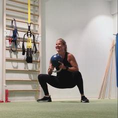 Personal trainer Anna Saivosalmi näyttää uuden suosikkitreenin, johon tarvitset vain kahvakuulan. Fitness Diet, Fitness Motivation, Health Fitness, Fitness Gear, Workout Gear, Gym Workouts, Big Muscle Training, Personal Trainer, Tracy Anderson