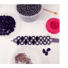 tem novi quentinha na produção do dia!  www.milacoelho.com.br  #produçãododia #produção #fashionjewelry #trend #moda #bijoux #floripa #milacoelho #acessórios