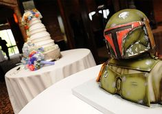 If I ever get married, I want a Boba Fett Wedding cake.  At least for a groom's cake.  I guess that means I better marry a nerd!  Lol.