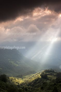 Cielo tormentoso en el Valle de Ponga. Concejo de Ponga.Asturias. España.© Javier Prieto Gallego. www.siempredepaso.es
