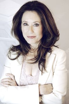 Mary McDonnell. Love her. Glad to see her back on TV.