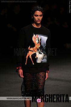 Un altro esempio di accessorio divertente! #Bambi sul vostro sweater. È la trovata di Riccardo Tisci, uno dei designer più hot of the moment. Prendete spunto dalla sua collezione invernale e optate per abiti con disegni divertenti, ironici o teneri...da margherita.net