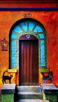 Eine farbenfrohe Tür, Medellin, Kolumbien