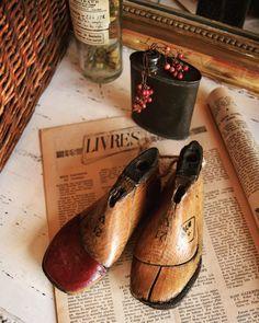 21.Jul.2016  キッズサイズのシューモールド  ドイツ製右足の先に革がついためずらしい木製靴型ぶら下げても置いてもかわいいコ  http://ift.tt/29PRu0z  #シューモールド #宝物 #かわいすぎる #雑貨 #古紙 #ドライフラワー #サビ #ジャンク #レトロ #ラココット #シャビー #古道具 #ブロカント #アンティーク #brocante #antiques #antique #雑貨屋さん #雑貨屋 #フランスアンティーク  #レア物 #ネットショップにて販売中 #ヴィンテージ #rustic #vintage