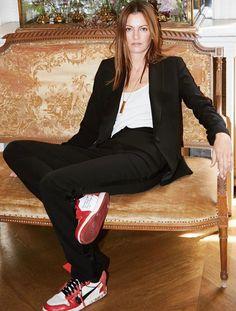 Rien de tel qu'une paire de sneakers pour twister un smoking ! (photo Claire Thomson-Jonville)