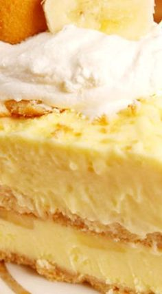Banana Pudding Cheesecake ~ When two of your favorite desserts become one. Homemade Banana Cream Pie, Banana Pudding Cheesecake, Homemade Cheesecake, Cheesecake Recipes, Trifle Desserts, Pudding Desserts, Pudding Cake, Dessert Recipes, The Cream