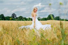 After Wedding Shooting mit Lisa Klingenberg im Kornfeld mit blauem Himmel  Teil 3  Hendrikje Richert Fotografie  Neubrandenburg