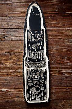 Kiss of Death, Bryn Perrott, Xilografia Dark Lipstick, Lipstick Colors, Lipstick Tattoos, Tatuajes Tattoos, Tatoos, Kiss Of Death, Arte Popular, Skull And Bones, Body Mods