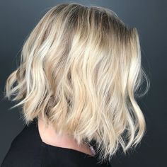 How beautiful! People won't stop starring at you as you rock this bright blonde undone bob. Classic Hairstyles, Latest Hairstyles, Short Hairstyles, Short Thin Hair, Short Hair Cuts, How Beautiful, Beautiful People, Bright Blonde