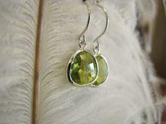 Ohrringe - Ohrringe Kristall rhodiniert, Glas grün - ein Designerstück von Sischima bei DaWanda