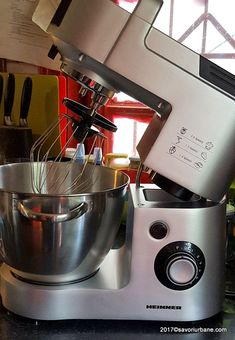 robot de bucatarie Heinner mixer planetar (1) Kitchen Aid Mixer, Kitchen Appliances, Pavlova, Robot, Cake Decorating, Recipes, Diy Kitchen Appliances, Home Appliances, Recipies