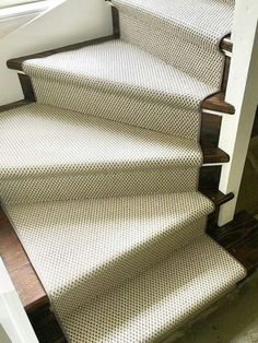 House Stairs, Carpet Stairs, Edwardian Staircase, Finishing Stairs, Home Interior Design, Interior And Exterior, Carpet Repair, Hallway Flooring, Cottage Living