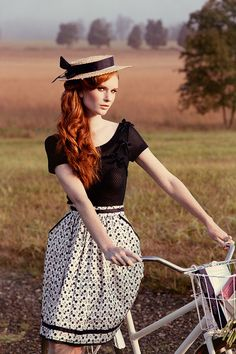 How to style a porkpie-ish looking hat. Hmmm I'm missing thr beautiful looks and the bike