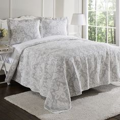 Features:  -Set includes 1 quilt and 2 shams (king/ queen) or 1 sham (twin).  -Material: 100% Cotton.  -Fully reversible.  -Machine washable.  -Design: Floral.  Product Type: -Quilt/Coverlet set.  Pat